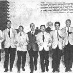 Renato Carosone e i sei uomini del suo complesso fotografati per una rivista a passeggio sul litorale dell'Havana (1957)