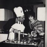 """Anni '50 Angela e Giovanni D'Anzi, autore della celebre """"O mia bela Madunina"""", durante una trasmissione RAI TV"""
